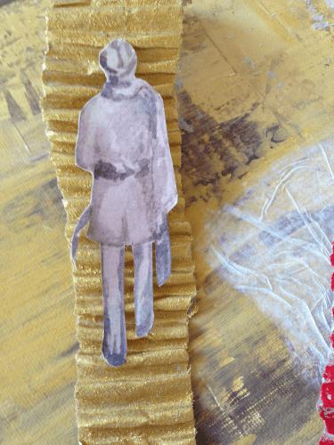 """""""Erinnerungen"""" heißt das Bild, das man hier sieht. Die Technik ist Mixed Media, Acryl auf Leinwand, Pappe, Seidenpapier, Glimmer, (Detail). Ein Mann im Trenchcoat, von hinten, der eine goldene Treppe hinaufgeht."""