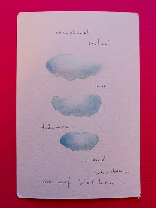 Man sieht drei blaue Wolken mit dem Titel Einfach nur träumen