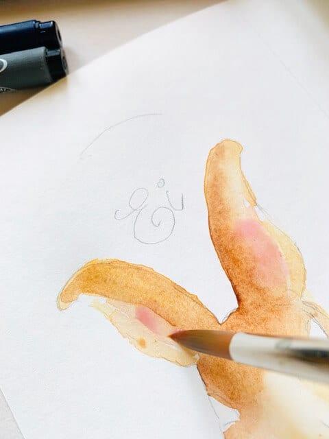 Man sieht, wie Dodo die Hasenohren mit rosa Aquarellfarbe malt.