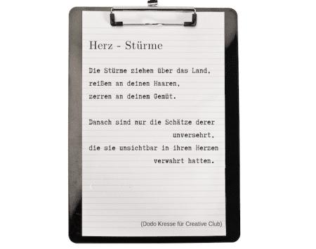 Du siehst das Gedicht Herz-Sturm von Dodo Kresse auf einem Klemmbrett