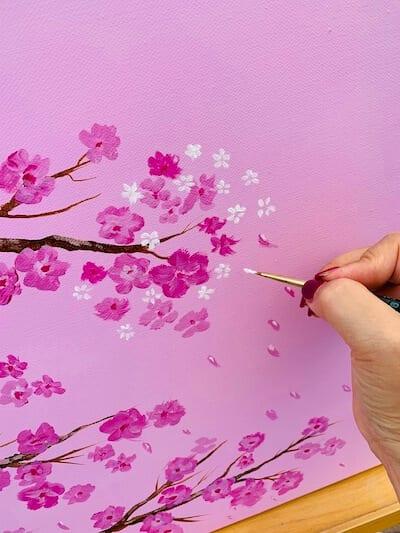 du siehst hier, wie ich die weißen Kirschblüten mit Acrylfarben male