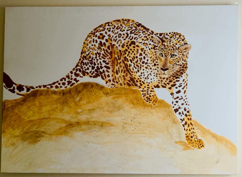 du siehst einen leoparden mit acrylfarben auf eine leinwand gemalt