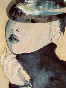 Du siehst das fertige Portrait mit einem gläserenen Kristall als Hut