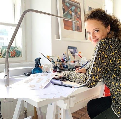 Du siehst ein Bild von mir, Dodo Kresse, in meinem Wiener Atelier beim Osterhasen Malen