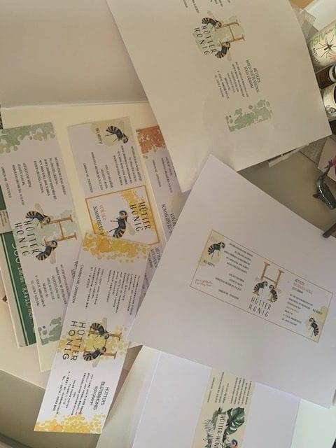 Ein paar Entwürfe der Etiketten für den Honig