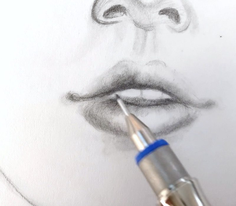 Gesicht zeichnen und Lippen konturieren